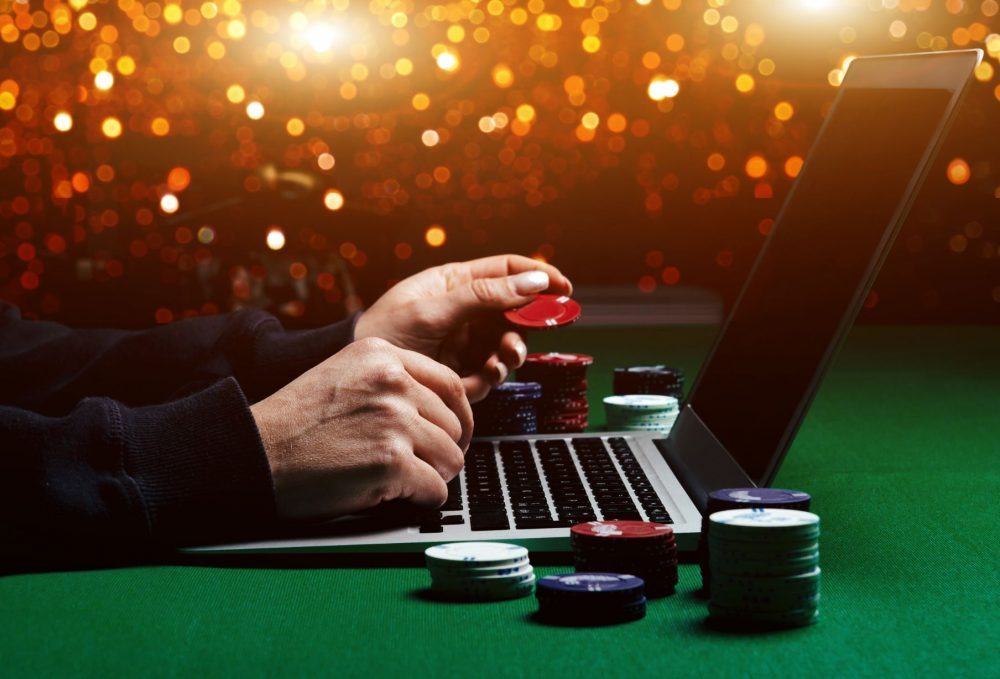 Difference Between Regular And Live Casino- All You Need To Know